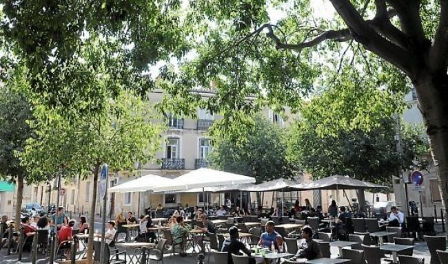 La Place Des Beaux-Arts : Un Air De Village Dans La Ville